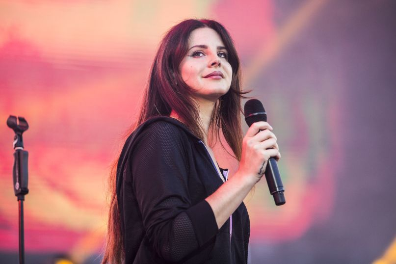 """Lana Del Rey revela faixa inédita: """"hope is a dangerous thing for a woman like me to have – but i have it"""""""